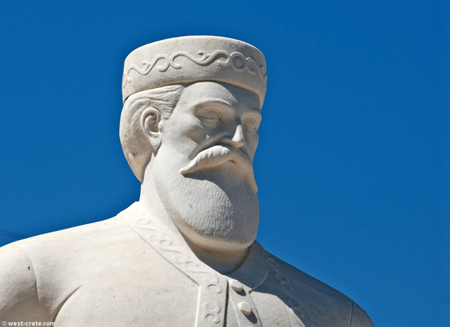 Daskaloyiánnis statue at Anópoli