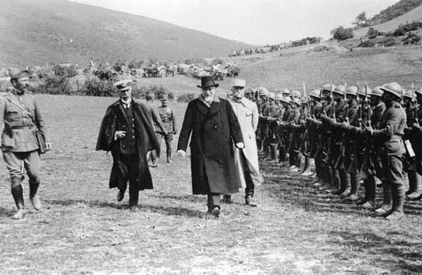 Venizélos, Koundouriótis, and Sarrail inspecting Greek troops in Macedonia