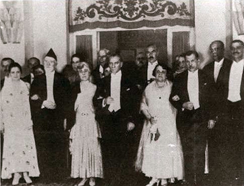 Venizélos and Kemal Atatürk, with their wives, during Venizélos' state visit to Ankara, 1930