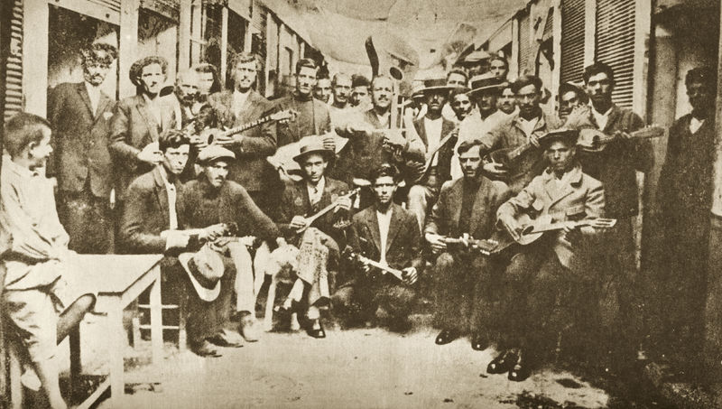 Rebétes in a Piraeus alley, 1933