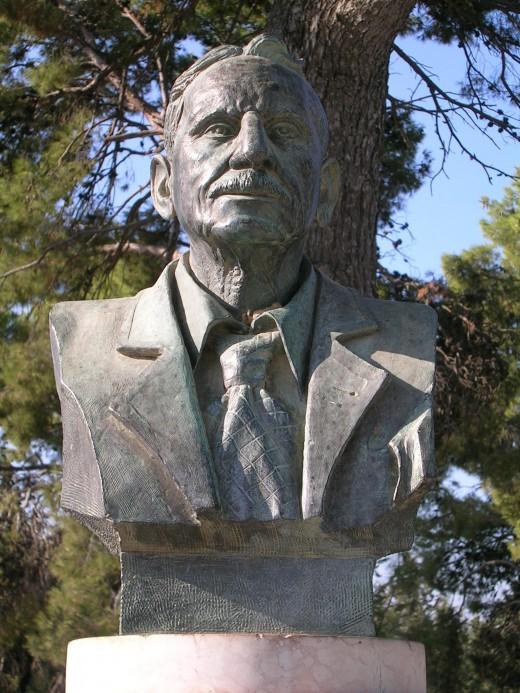 Bust of Sir Arthur Evans at Knossós
